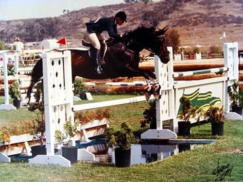 buck-water-jump-la-costa